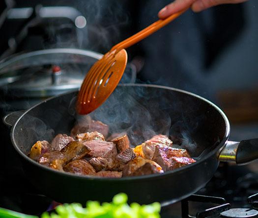 Les sauteuses : entre la casserole et la poêle, pour les cuissons minute